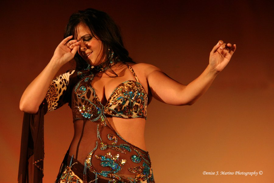 Samay performing at the Miami Bellydance Convention