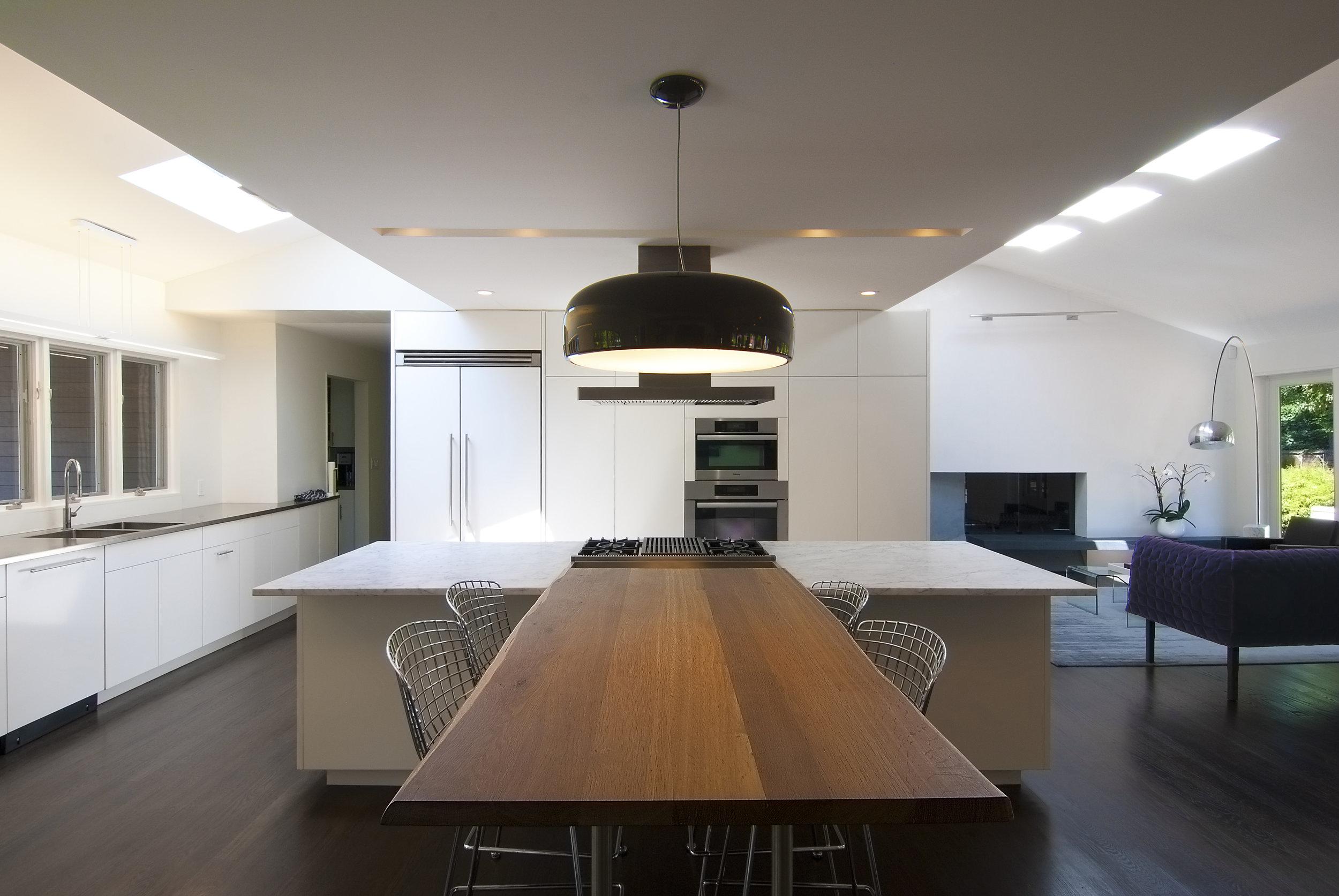 04_Kitchen_Table.jpg