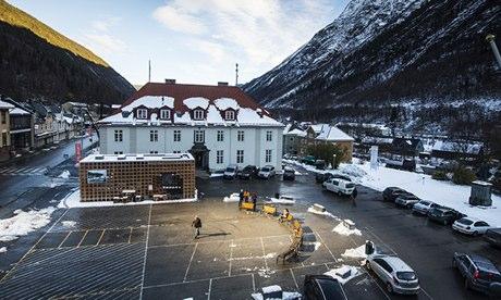 Rjukans-market-square-bas-007.jpg