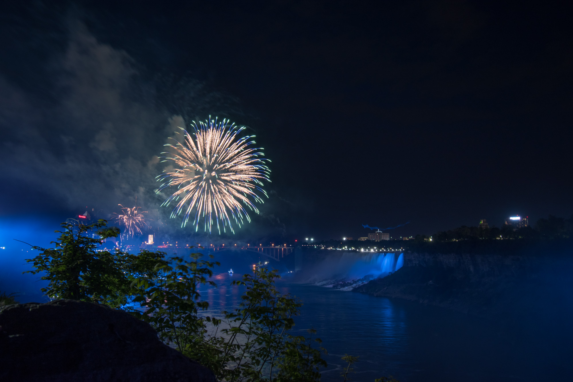 Fireworks at the Falls_0037.jpg
