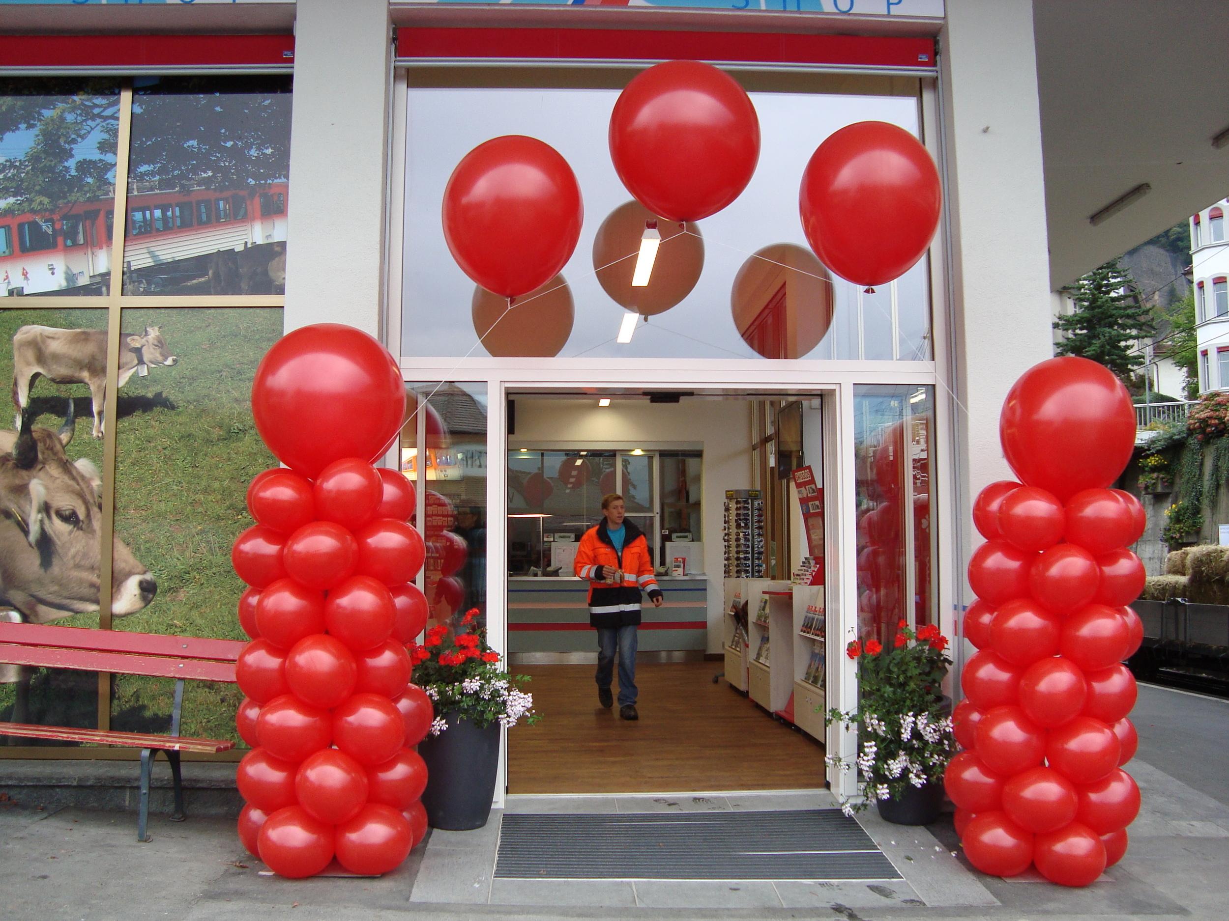Ballonsäule rot mit Perlbogen.JPG