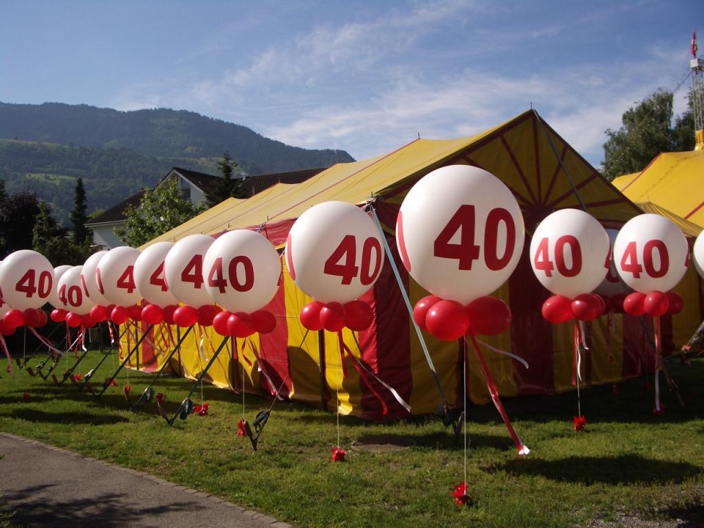 Riesenballon Gebilde 115cm bedruckt Zahl.jpg