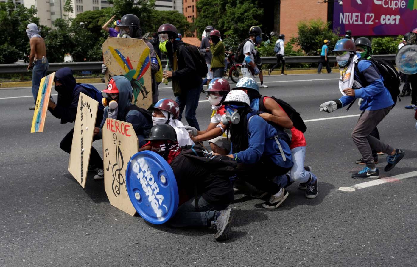 2017-05-24T221342Z_136943933_RC1E95798DF0_RTRMADP_3_VENEZUELA-POLITICS.x43795.jpg