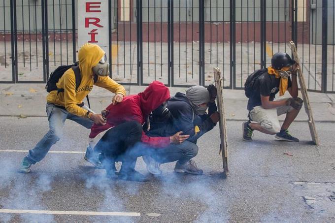 suben-a-cinco-los-muertos-por-las-protestas-en-venezuela.jpeg