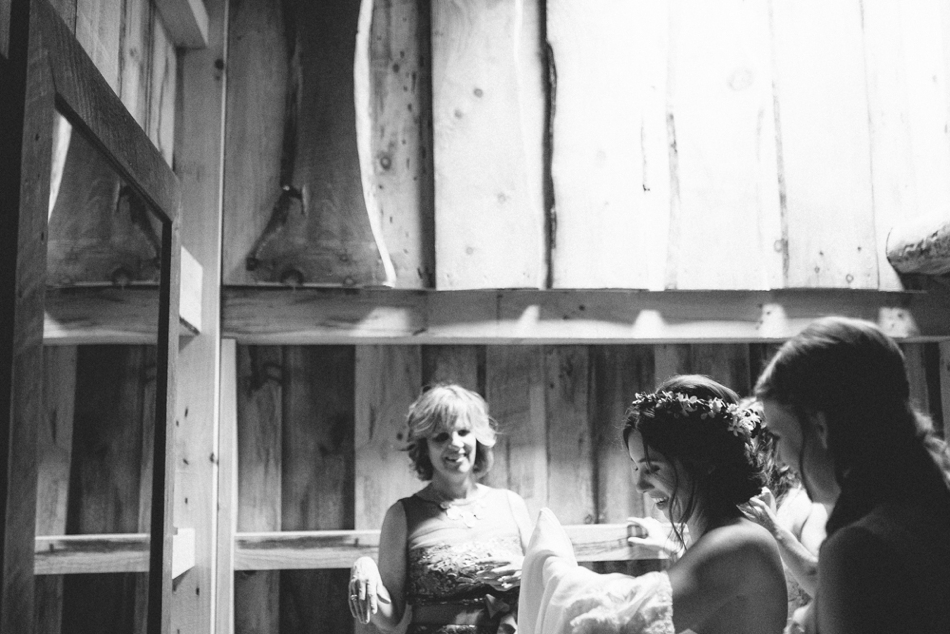 Julie-Aaron-Ely-Brothers-Columbus-Ohio-Mohicans-Grand-Barn-State-Park_0209.jpg