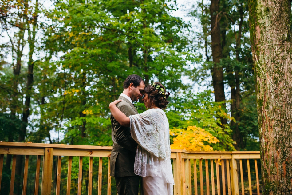 Julie-Aaron-Ely-Brothers-Columbus-Ohio-Mohicans-Grand-Barn-State-Park_0267.jpg