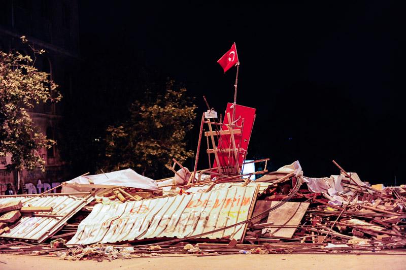 Taksim_Square_Barricade.jpg