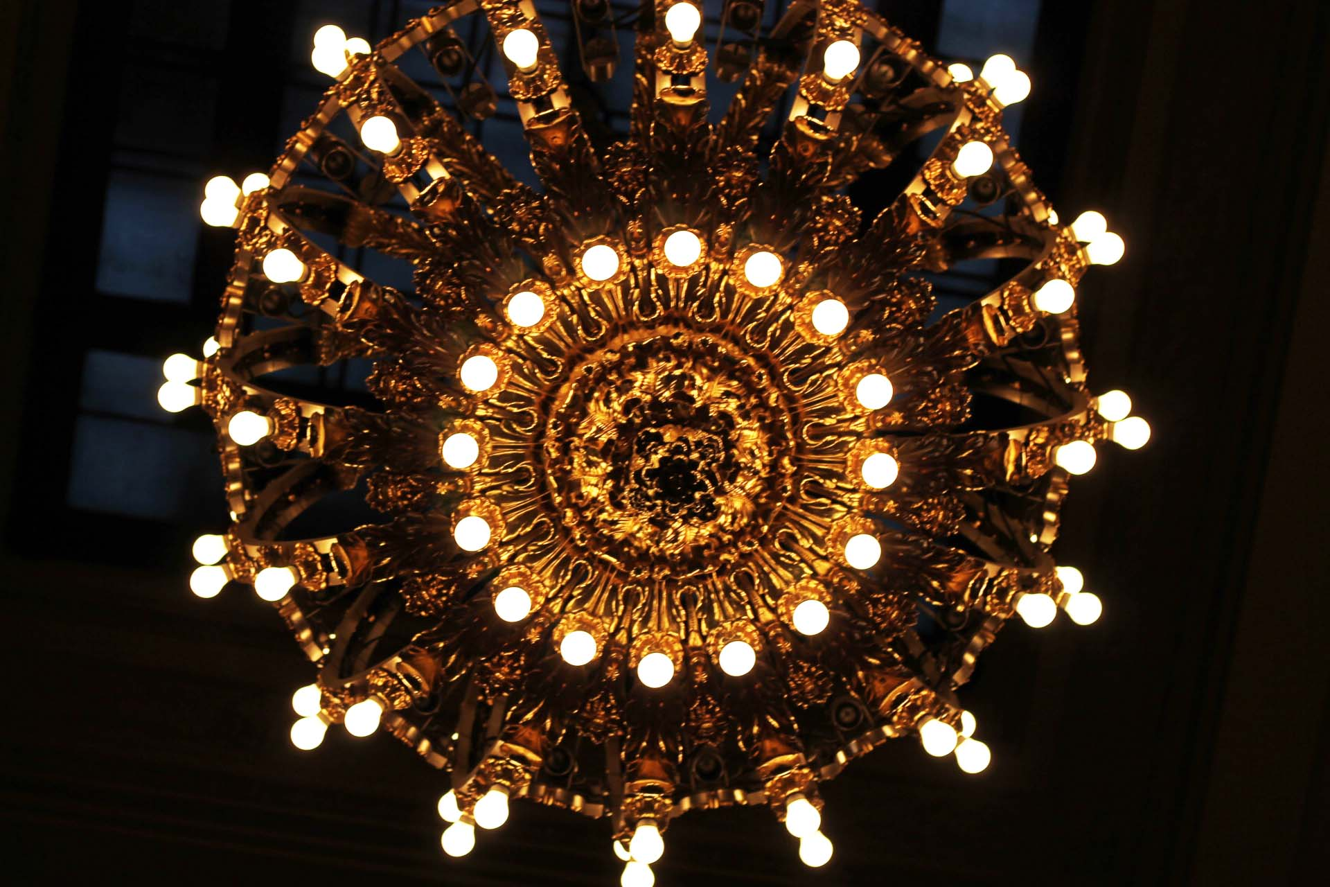 Chandelier of Grand Central Station. This was our 3rd stop on our historical building tour of New York I guess you could say.With the thousands of people and little holiday market, this place amazes me just as much as it did the first time I saw it.