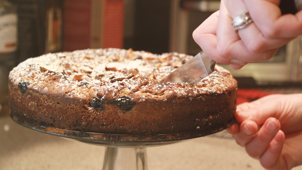 Lazy Chef's Seasonal Fruit Torte from the Newlywed Cookbook | SavoryPantryBlog.com