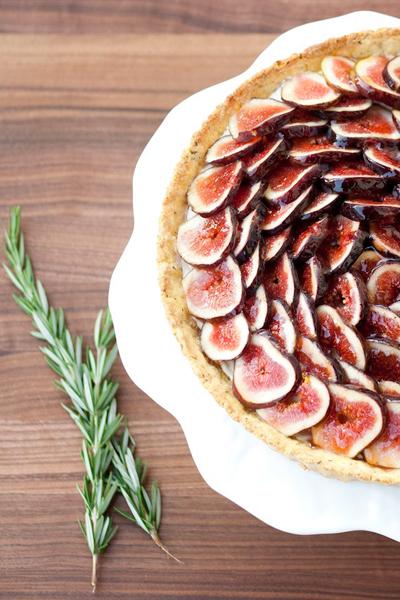 In Season: Fresh Fig Recipes & Fig Products | Fig Tart | SavoryPantryBlog.com #figs