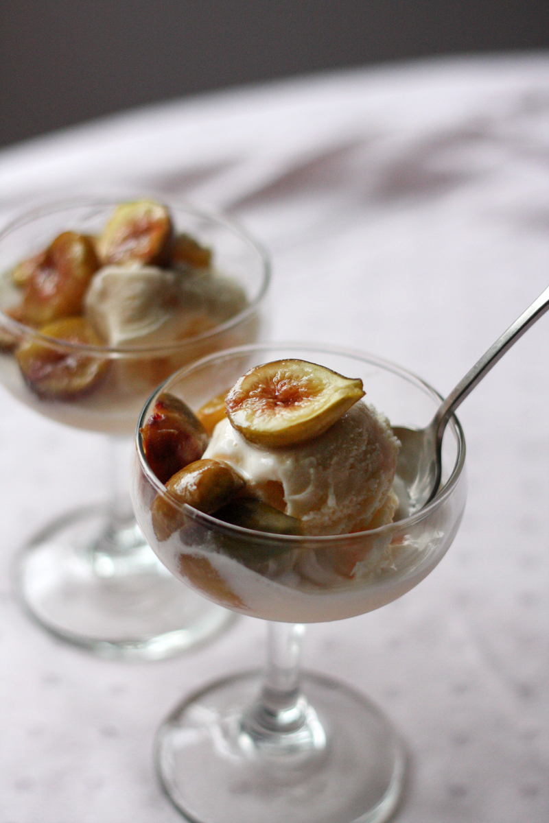Recipe: Raw Honey Roasted Figs | SavoryPantryBlog.com #figs