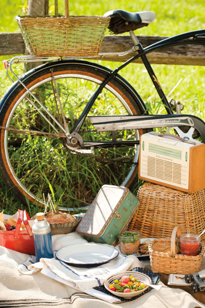 Roundup: The Best of Summer Picnics | SavoryPantryBlog.com #picnic