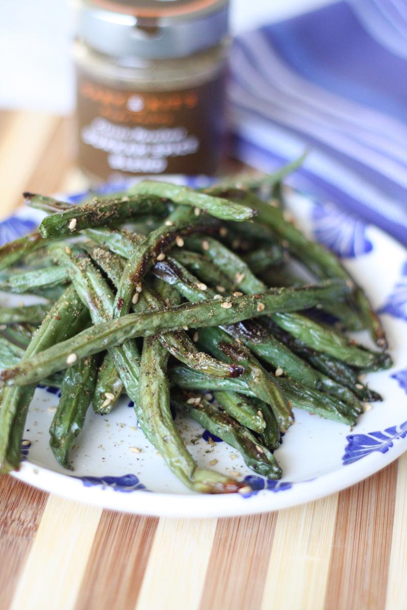 Recipe: Green Bean Dukkah Fries with Mango Chutney Dipping Sauce | SavoryPantryBlog.com