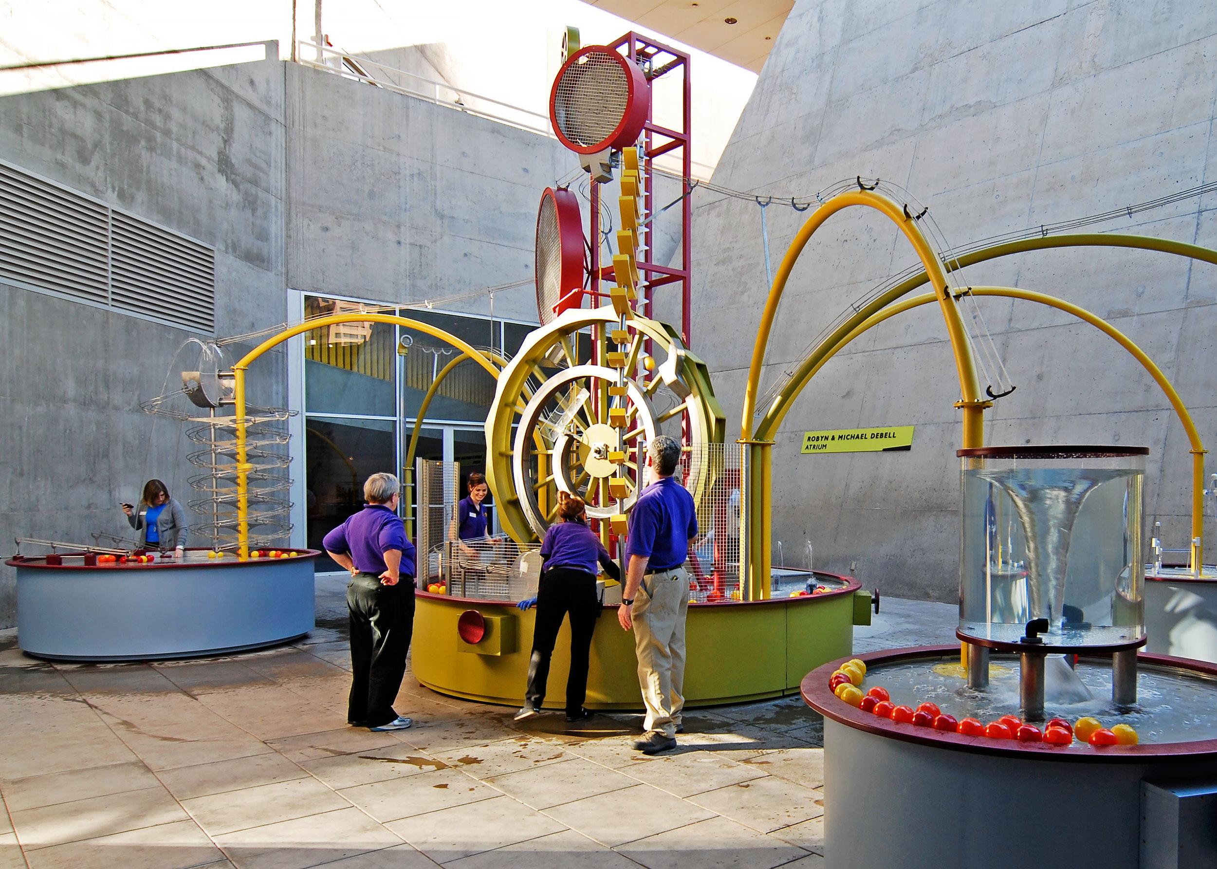 亚利桑那科学中心中庭水上互动展示