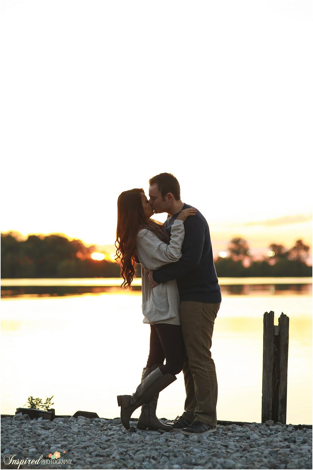 Creve Coeur Lake Sunset Engagement Photography // www.inspiredphotographystl..com