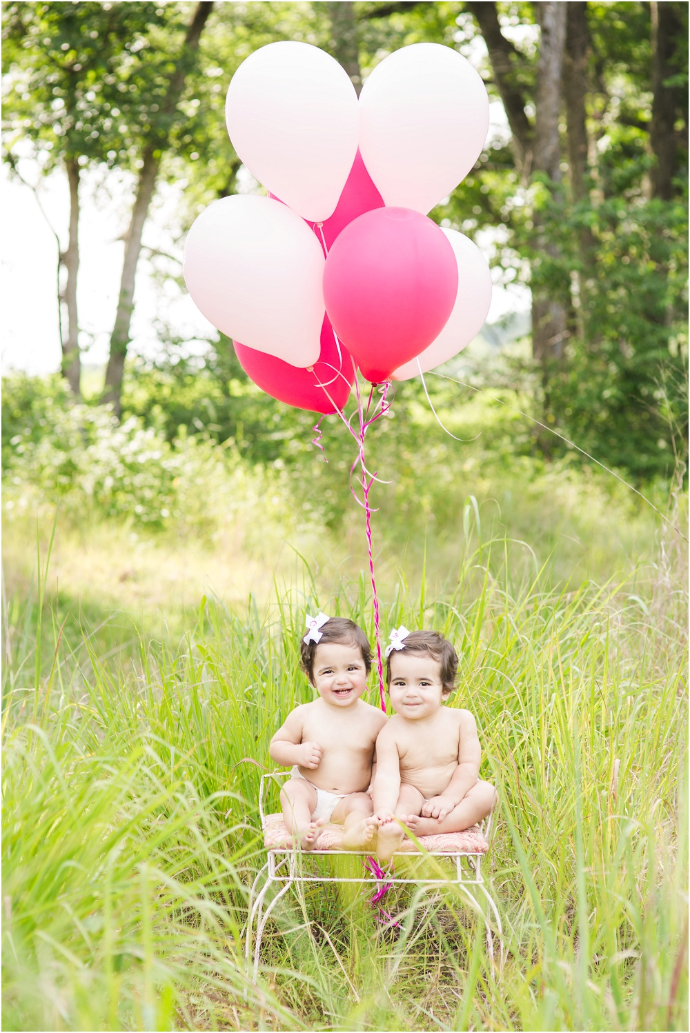 Outdoor, First Birthday, cake smash, Twin Photography // www.inspiredphotographystl.com