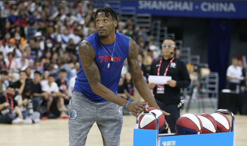 At NBA Fan Day 2018 players & Chinese celebrities team up in skill challenges and shooting contests.