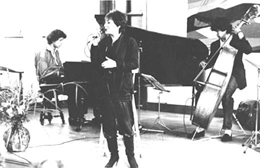Met Ann Burton (1933-1989) en Harry Emmery (bas), John Engels (dr) niet op foto