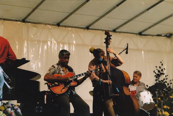 Hans Braber Trio met Phil Upchurch, Evert Hekkema op de rug gezien.