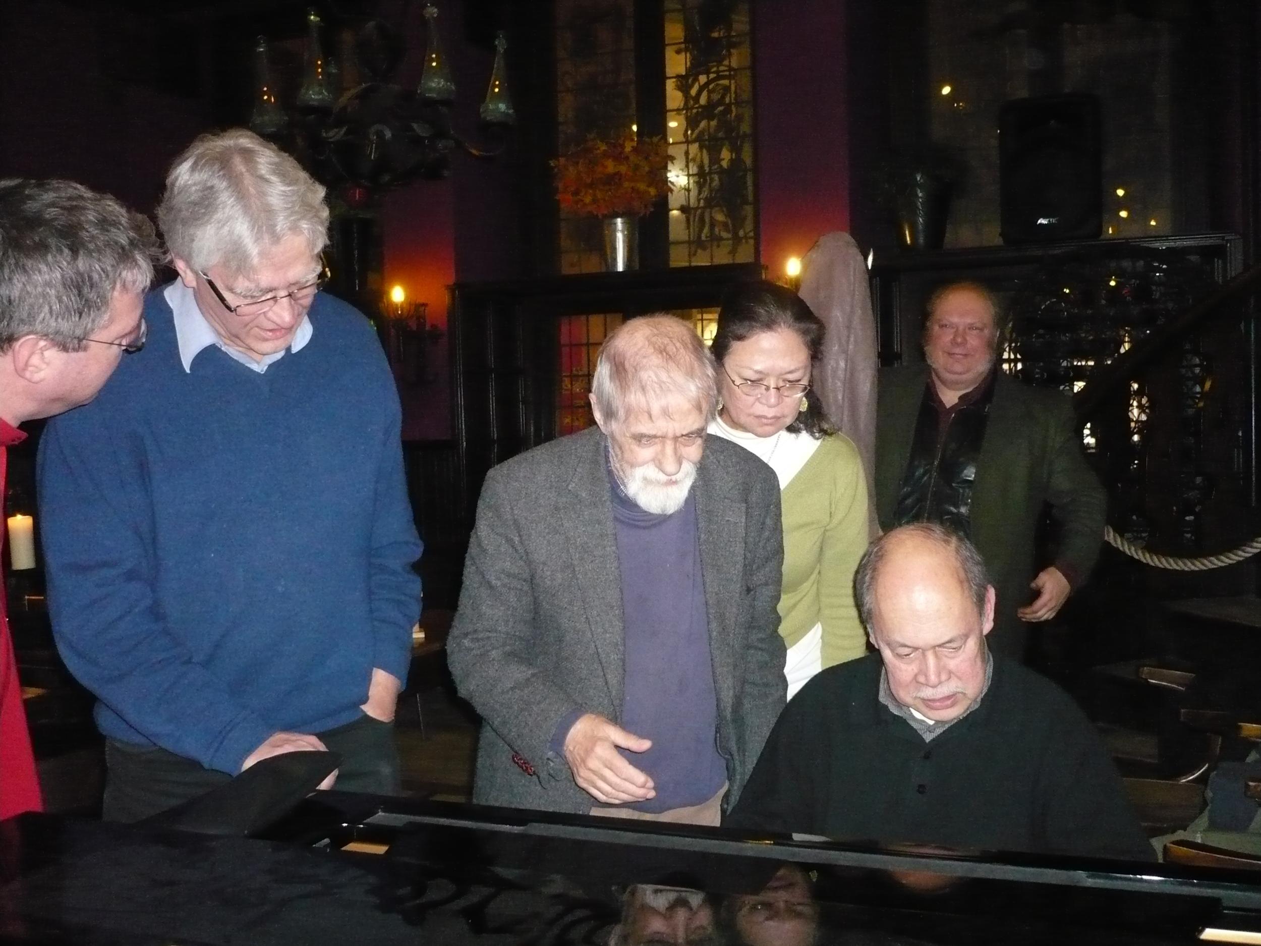 Menno Daams (tp), Frans Elsen - mijn belangrijkste leermeester - en Rob Agerbeek. Joy Misa (zang) en Sergei Shapko (bas) op de achtergrond.