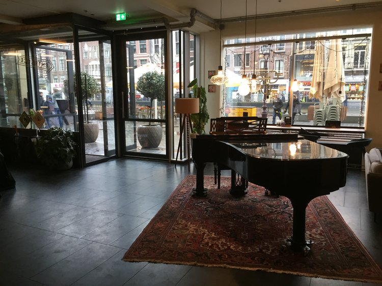 Come by in Het Groene Paleis, Rokin 65 1012KK, Amsterdam Fridays 19.00 - 22.00