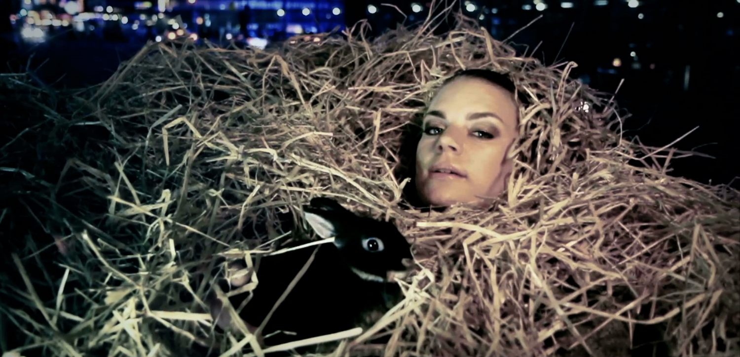 Frida Sundemo in the scene where the two worlds melt together. At Times Square with a typical Gotland rabbit.