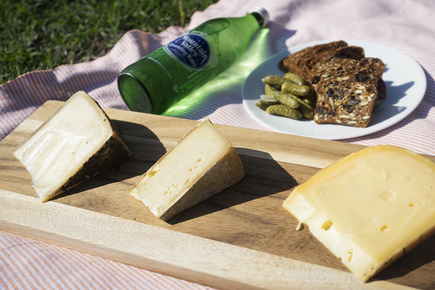 From Left to Right: Heublumen (Switzerland), Tomme de Savoie (France), Oorsprong (Holland)