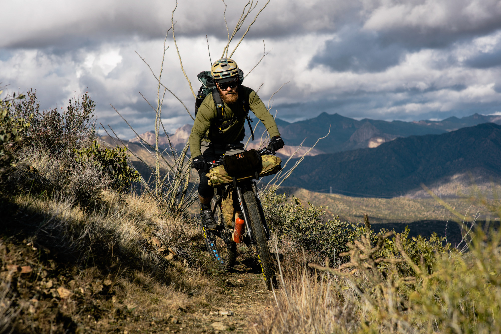 Joey Parent keeps it light up front w. a sleeping pad in the main roll and ride essentials in the Piñon Pocket - Gila- AZT #teamchumbausa