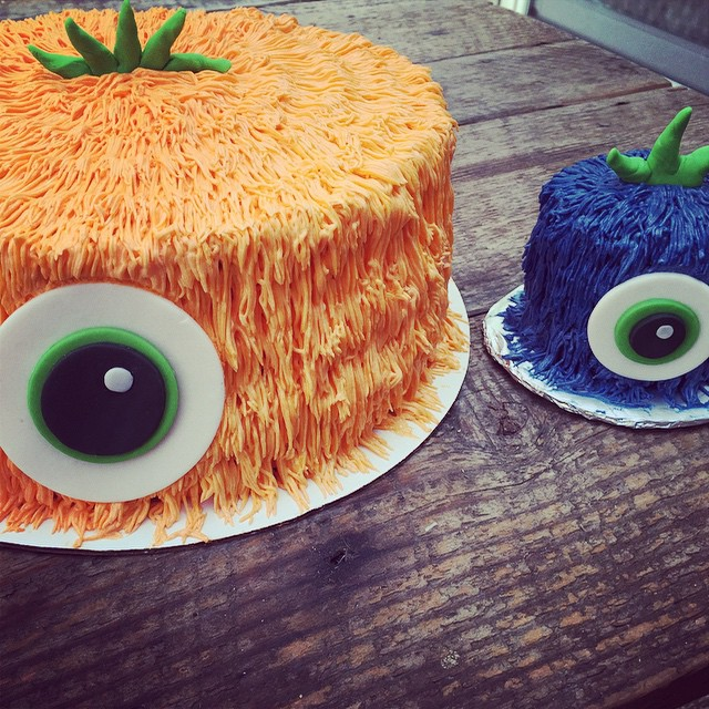 Monstahs._Chocolate_cake_with_vanilla_buttercream._Yum.__monsters__eyeball__smashcake__firstbirthdayparty_by_jgconfections.jpg