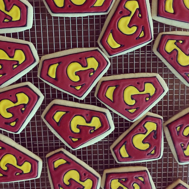 Super_Gs_drying_for_a_super_birthday_party.___royalicing__sugarcookies__superman_by_jgconfections.jpg