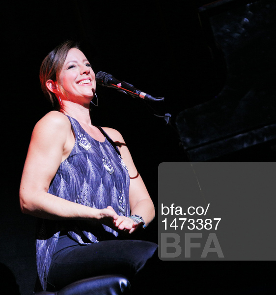 Sarah McLachlan, Performance