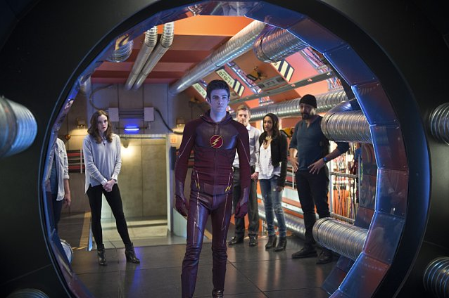 Still of Jesse L. Martin and Grant Gustin in The Flash (2014)