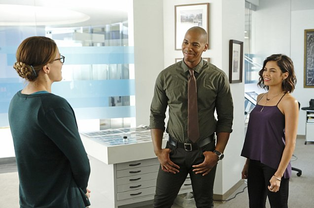 Still of Mehcad Brooks and Jenna Dewan Tatum in Supergirl (2015)