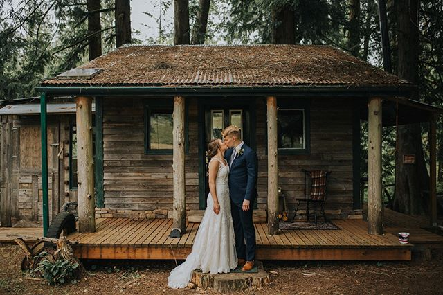 Ashley & Ian are SO SWEET. They're the kind of people who make you feel like you belong completely even if you don't actually know them all that well. Yesterday was ridiculously fun, and I am so very happy for the new Mrs. & Mr. Jones!! Also, can we just take a moment to acknowledge this adorable cabin???
