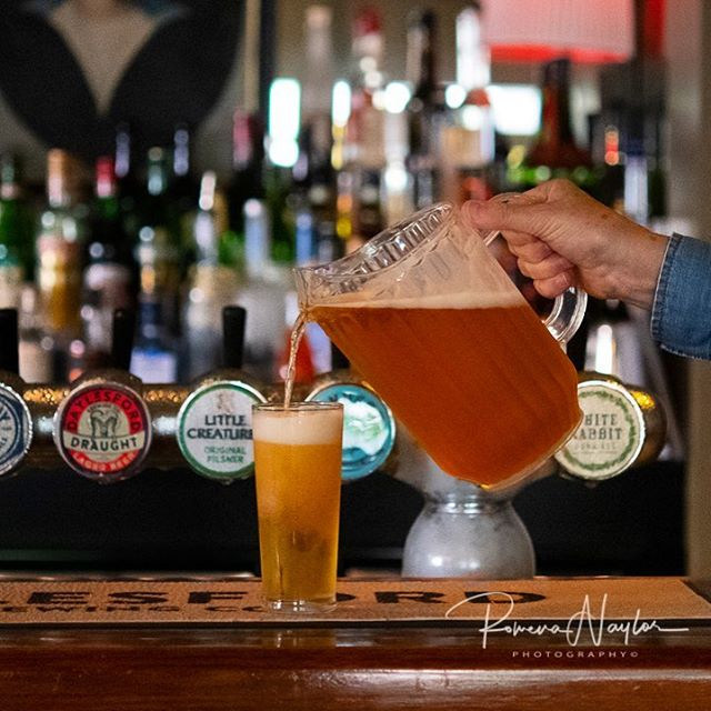 Need cooling down? Jugs of our very own local brew available at the Balcony Bar @daylesfordbrewingco . . . #dhbalconybar #summer #cooldownwithabeer #summerheatwave #daylesfordhotel #daylesfordbrewingco #jugsofbeer #dmrtourism #daylesford #visitdaylesford #beerontap #localisthebest #followthelocal #whenindaylesford