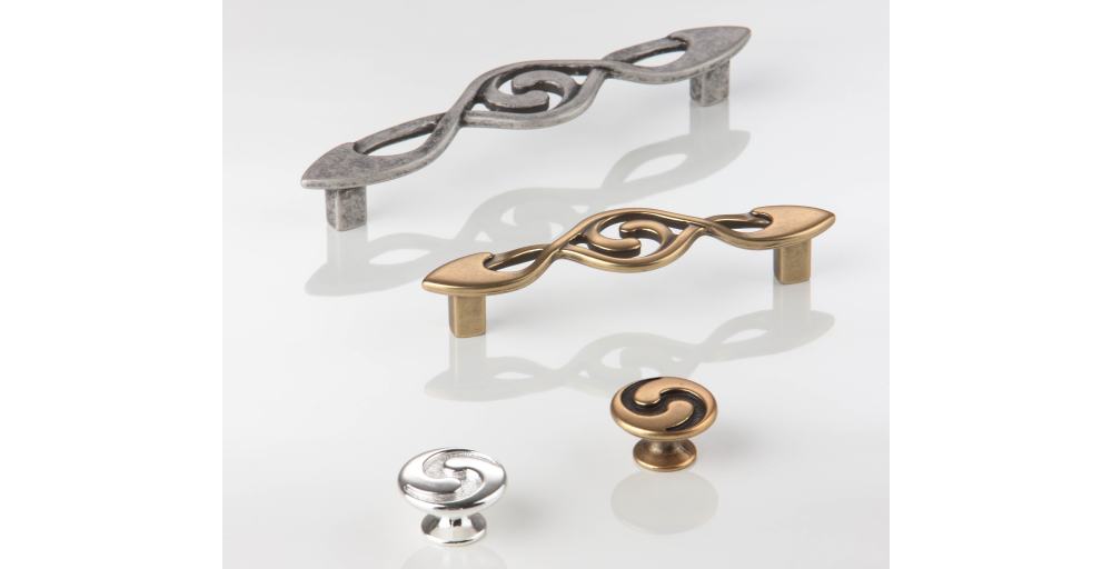 9 1358 (handles) and 10 827 (knobs) are a perfect classic match!