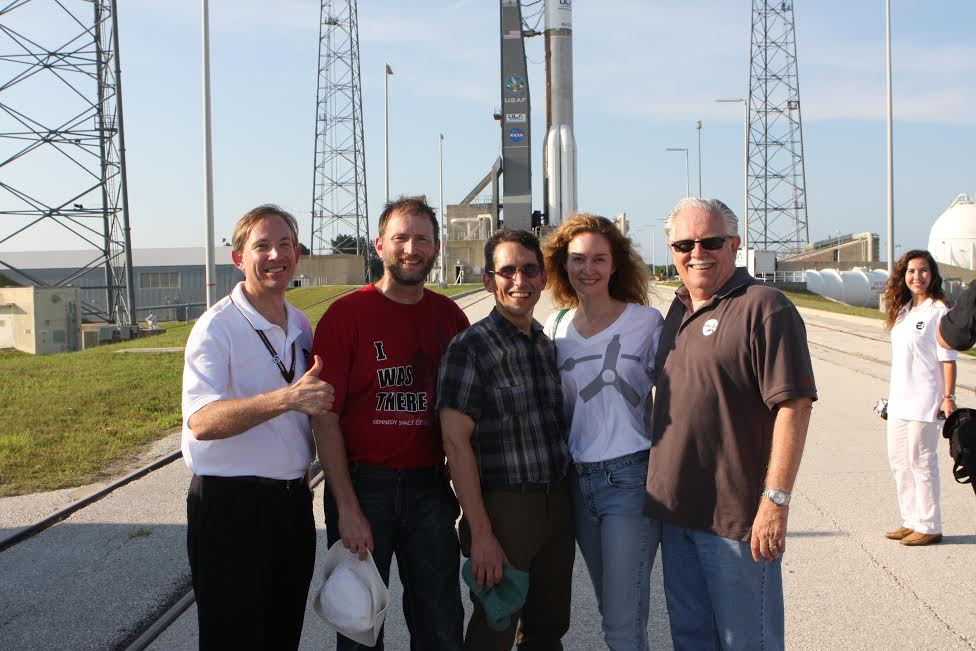 Heidi in front of Juno on the launch pad with a few other Juno team members before launch
