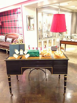 BG+Branca+Desk.jpg