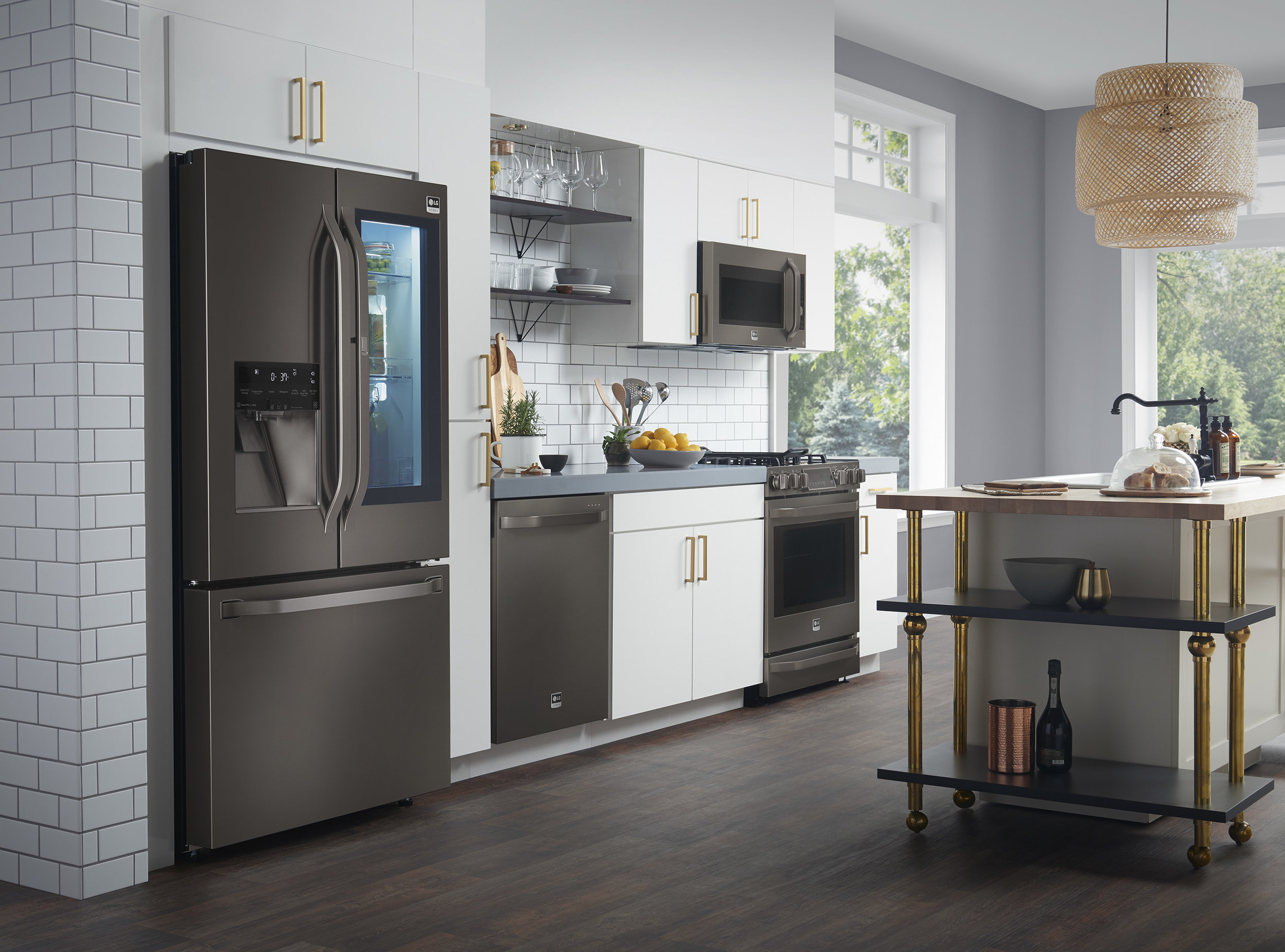 Black Beauty Lg Adds Allure To The Kitchen With Black Stainless Steel Designed With Nate Berkus Www Stylebeatblog Com