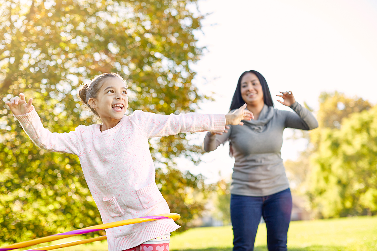Mother and duaghter playing with hula hoop.jpg