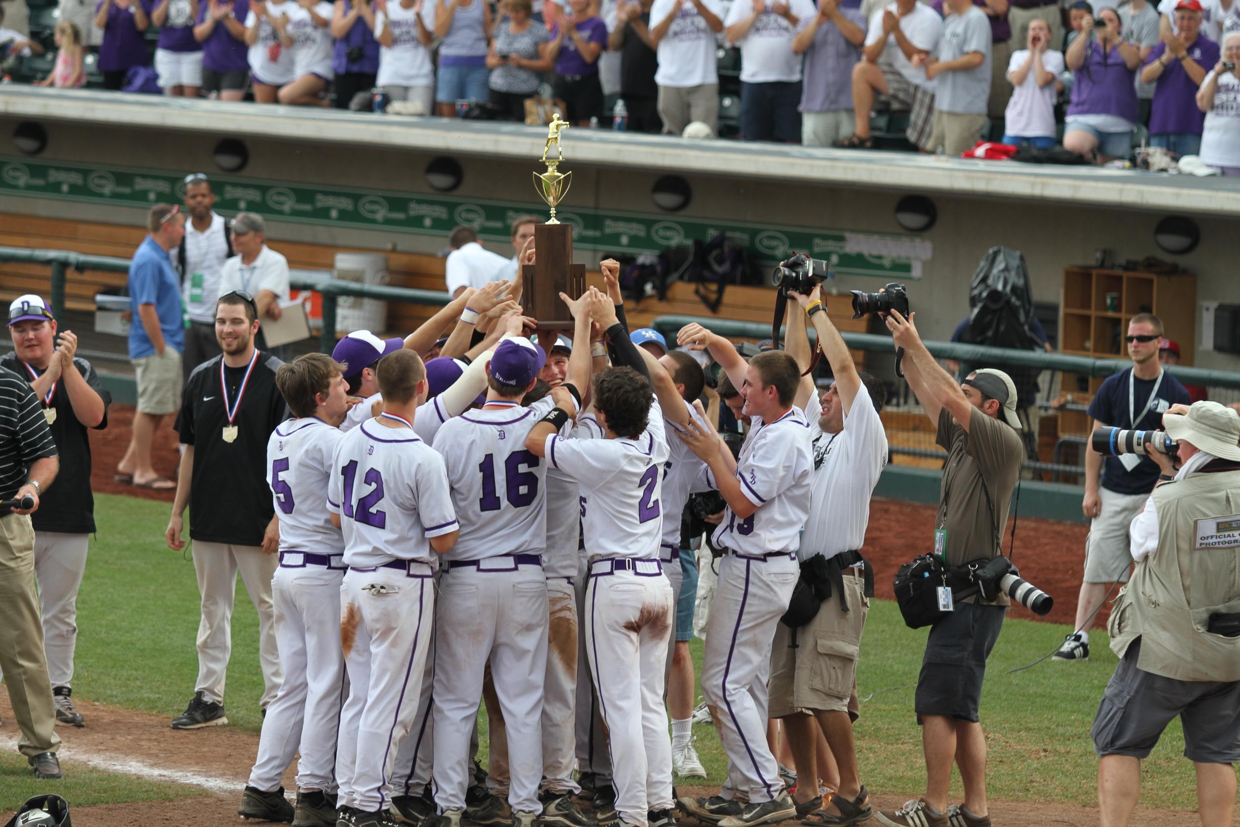 The Stallions hoist the trophy!