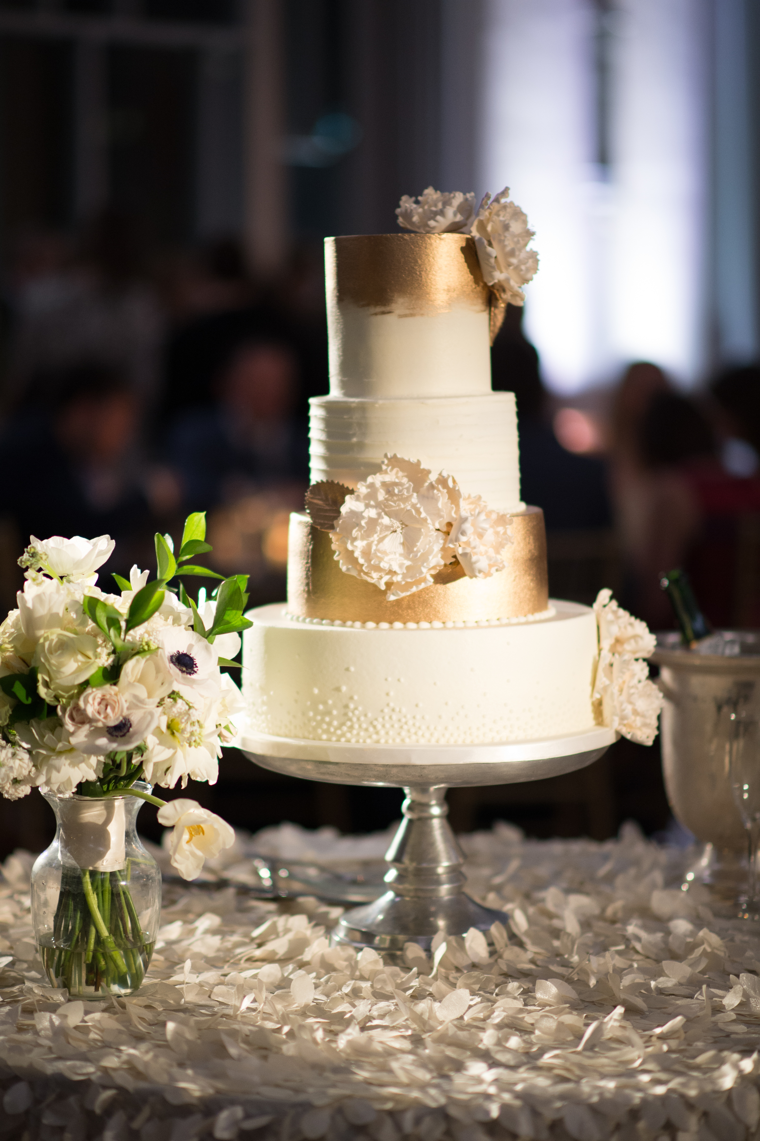Gold and white wedding cake - eversomething.com
