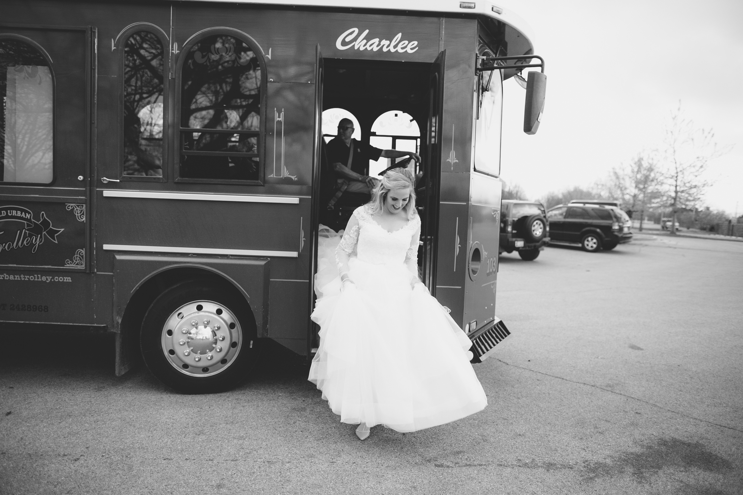 Classy and timeless Tulsa, OK wedding - eversomething.com