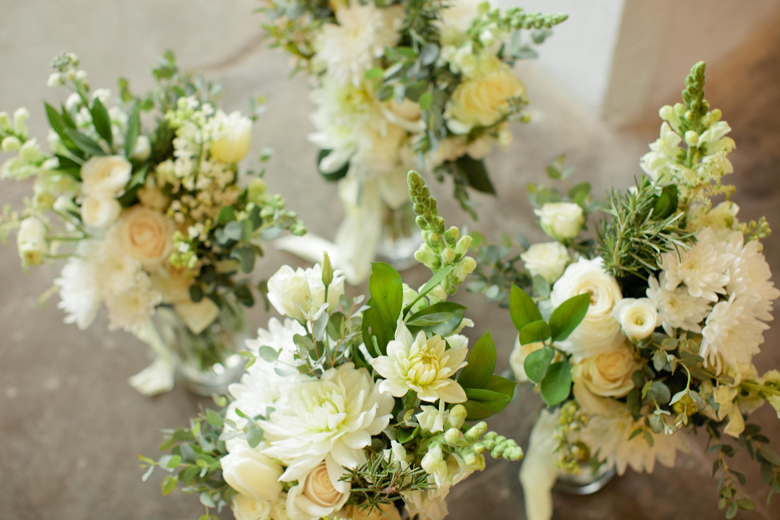 White bridesmaids bouquets - eversomething.com