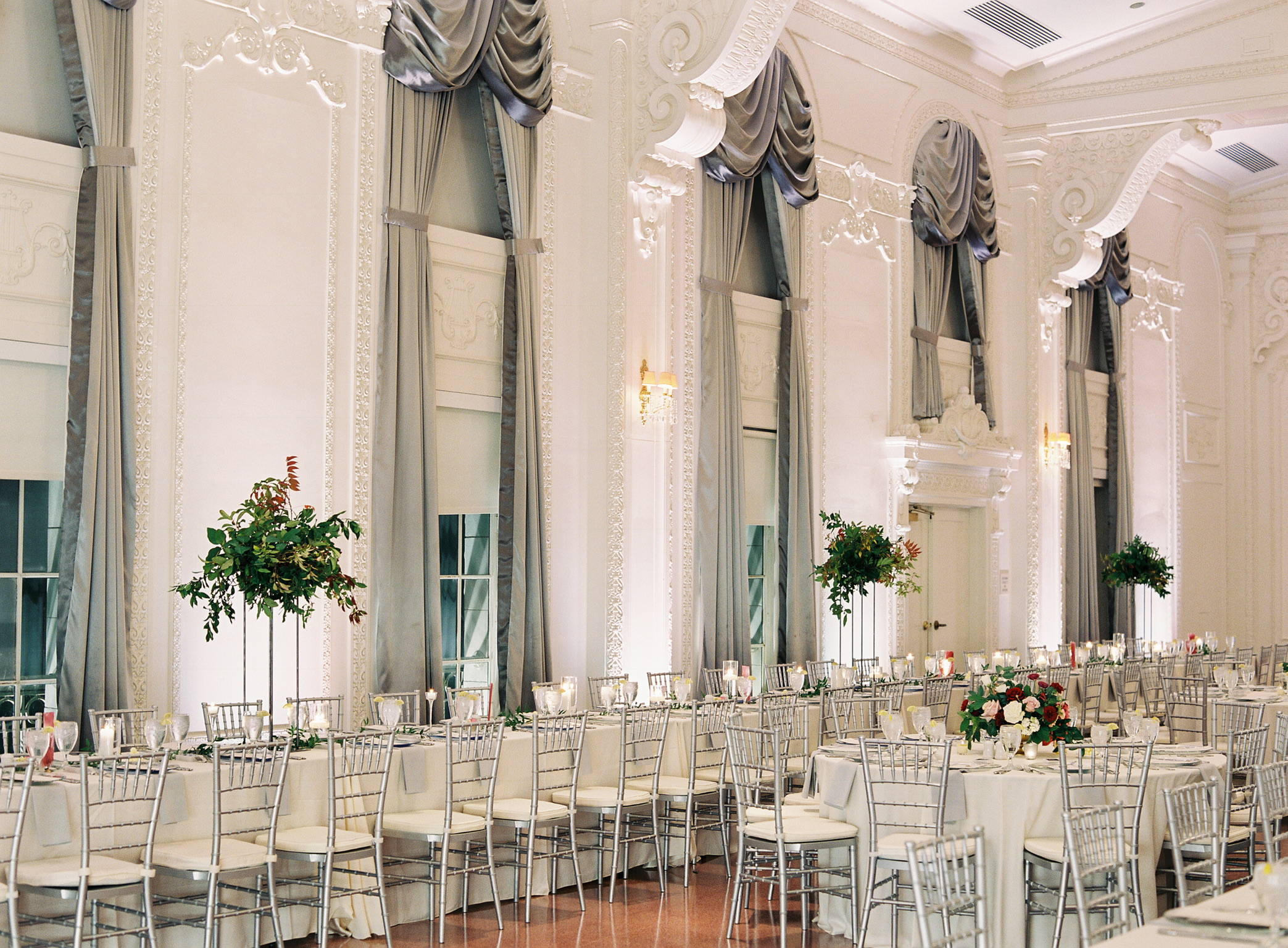 Beautiful Tulsa fall wedding at the Mayo Hotel - eversomething.com