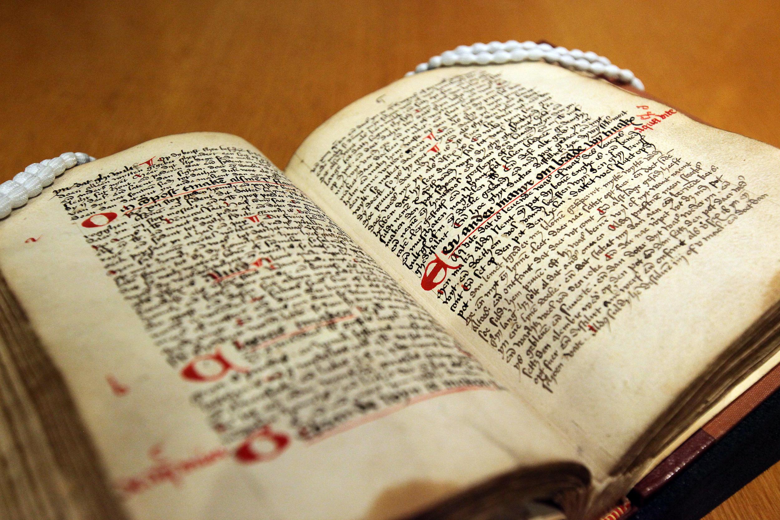 1495: première recette (connue à ce jour) d'un spiritueux récréatif au genièvre.