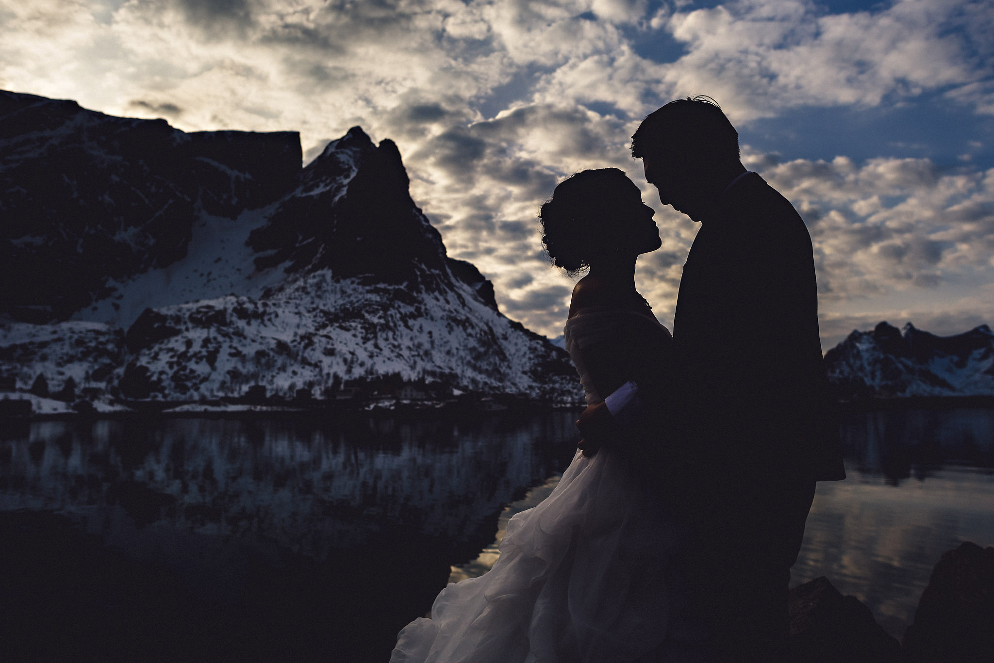 Eirik Halvorsen Gloria and Eugene Lofoten pre wedding-31.jpg