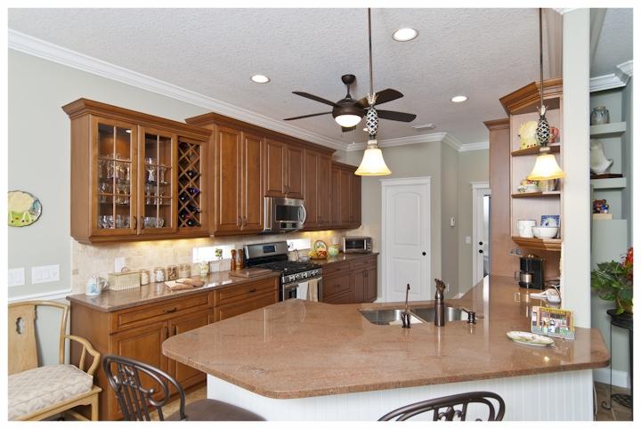 Lizmore+kitchen.jpg