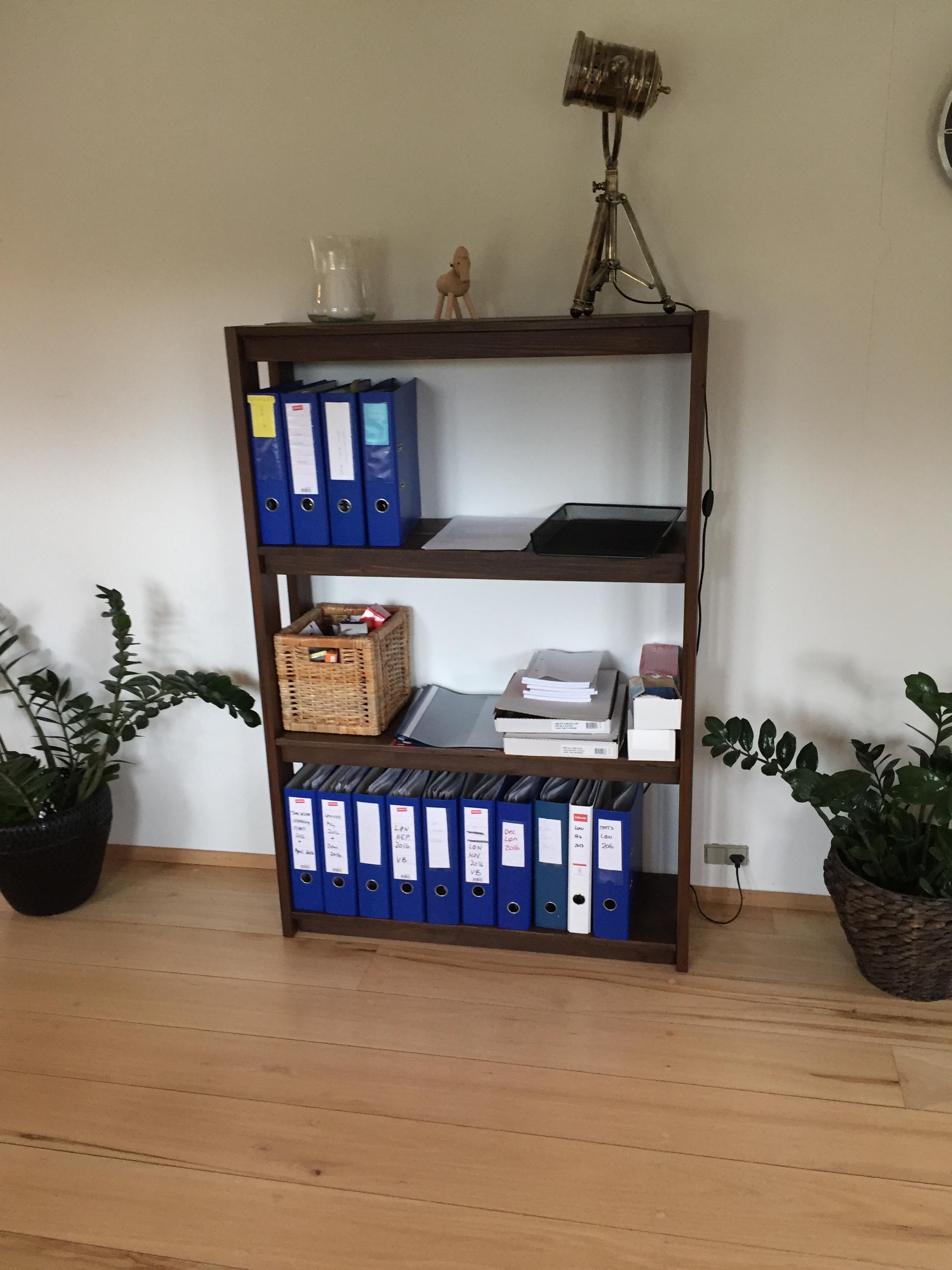 Opbevaring til kontor artikler