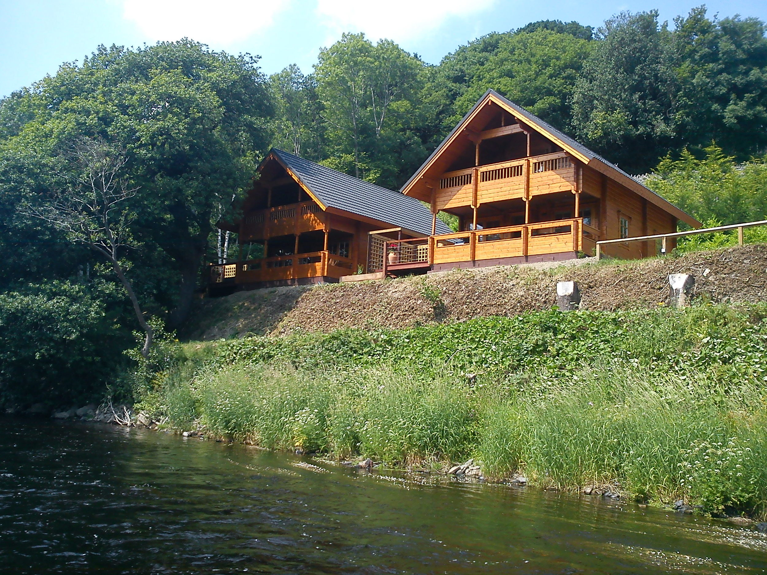Welcome to   Coed-Y-Glyn Log Cabins    Take A Look